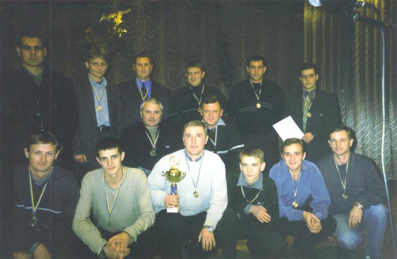 Чемпионы г. Василькова 2002 г. награждение