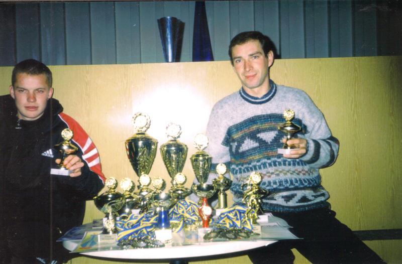 Чемпионы города Василькова 2002. Награждение. Лучший нападающий Войтов Валерий.