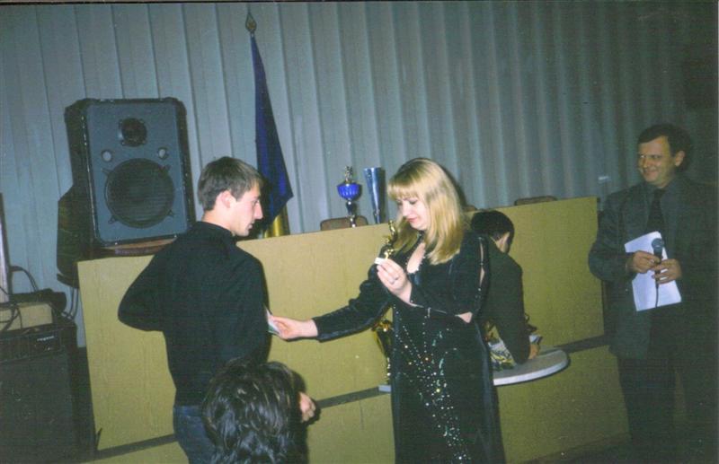 Приз получает лучший игрок чемпионата города Василькова 2003 Фролов Александр.